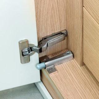 Systemy hamowania drzwi